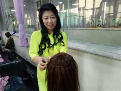 开美发店十多年的她为何再去蓝翔学美发