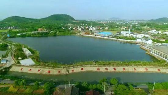 江阴凤凰山中的一处湿地休闲公园