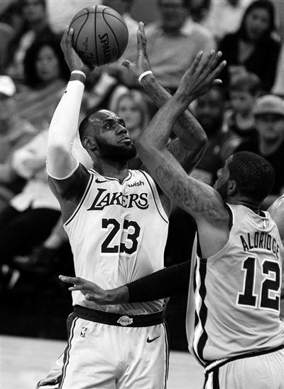 詹姆斯升至NBA历史第六_朝外交官酒驾撞人