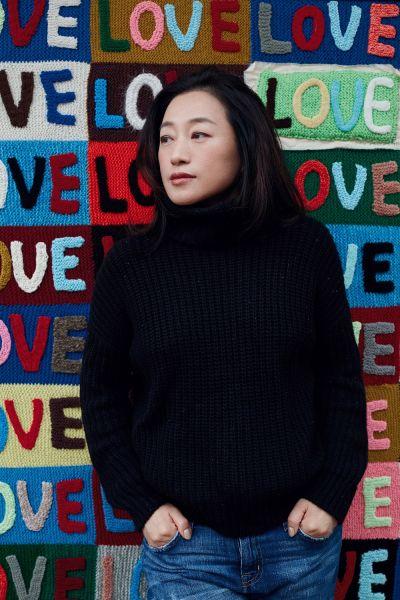 艺术家艾敬携新书回家 用文字和图像搭建对亲人的爱