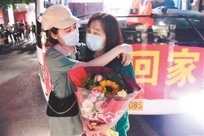 辽宁省支援大连的16支核酸应急检测队伍首批72人返程