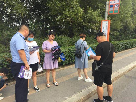 """沈阳沈北交警为交通参与者系上""""生命安全带"""""""