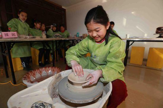 沈阳和平区小学生陶艺作品在北市美术馆展出