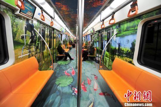 政府包车推介旅游 沈阳地铁车厢满是视觉盛宴