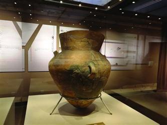 3000年前葬儿童的陶瓮足有半人高