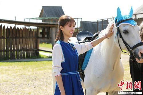 《旅途的花样》金晨坠马头部着地 于小彤驾马失控失联