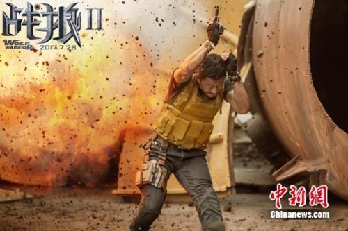 《战狼2》高票房背后:吴京拒绝替身称用生命在拍戏