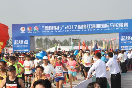 第三届盘锦红海滩国际马拉松定位大众参与的盛会