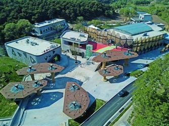 熊猫馆选址于沈阳自然条件最好的棋盘山风景区内,在沈阳森林动物园