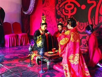 """钟情传统文化""""义工情侣""""举办汉式婚礼"""