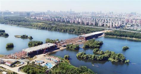 沈阳东塔跨浑河桥加紧施工