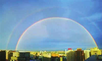 """沈阳雨后出现超美""""双彩虹"""""""