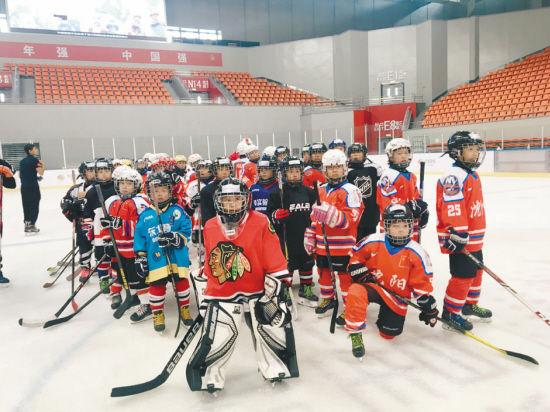 沈阳冰球少年接受国际级培训