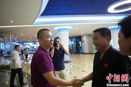 《中国新闻周刊》代表团赴朝鲜访问采访