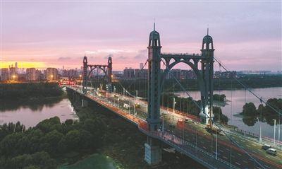 东塔桥昨日通车 浑河上再添美景