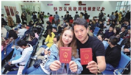 """""""520""""沈城共2147对新人领证"""