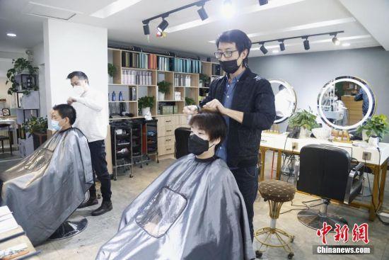 """二月二,剃���^"" 西��理�l店��(shi)行�A�s理�l"