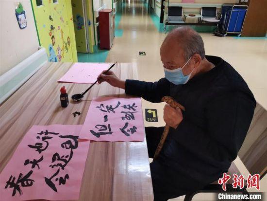 """�m州安(an)���B老(lao)院疫(yi)情下""""an)�拿闲′^de)花�由�活"""