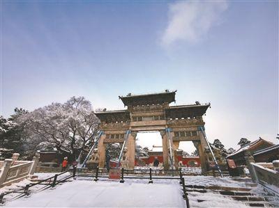 雪後北陵(ling)美如�� 市民戴口罩�p(shang)春(chun)光