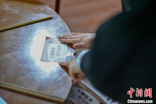 "��波(bo)多地掀(xia)""公(gong)筷公(gong)勺""�� 引��ci)拿�xin)""食chang)鄙><p class="