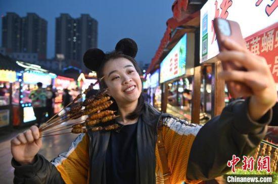 """沈���泳W(wang)�j(luo)直播(bo)�ж�(huo)� �上�下����""""�印逼��(lai)"""